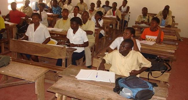 l'éducation et la formation, des élèves assis en classe