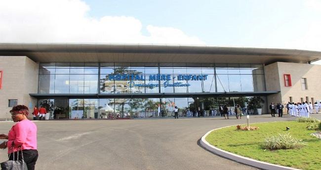 façade de l'hôpital Mère-enfant à Abidjan