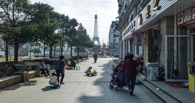 Le coronavirus se rend maître de Paris