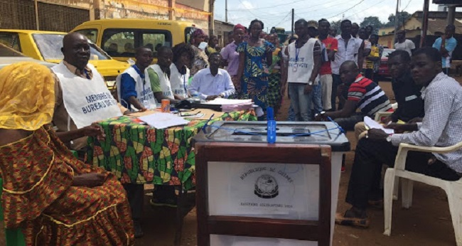 Début du double scrutin en Guinée