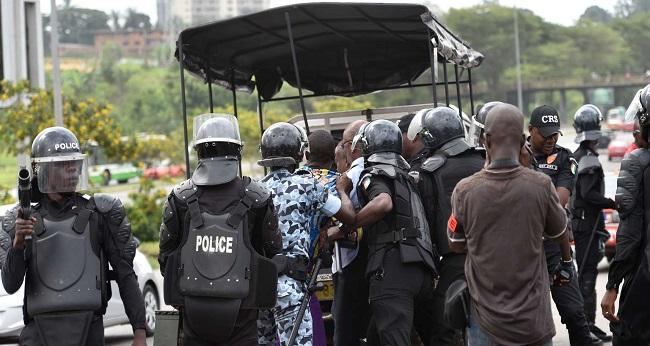 la police ivoirienne fait respecter l'ordre